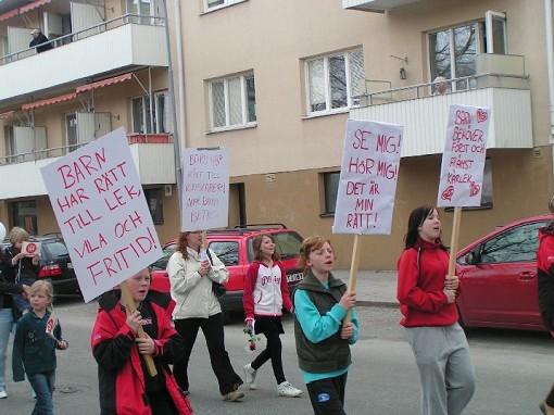 Barn i demonstration på 1 maj